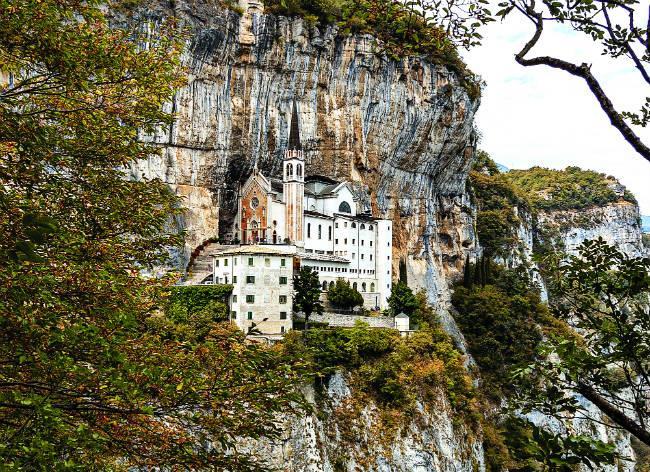Santuario Madonna della Corona, ιταλικές άλπεις