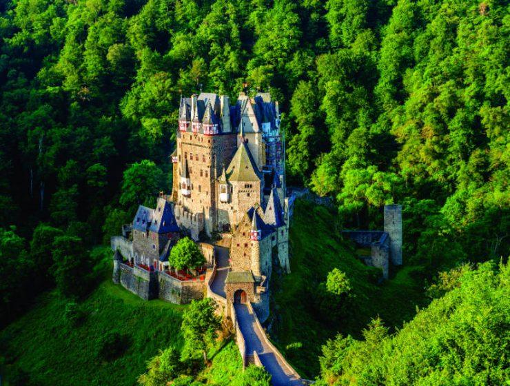 Υπέροχα κτίρια σε λόφους