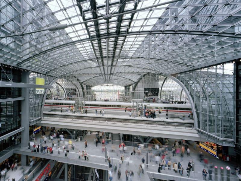 Ο εντυπωσιακότερος σιδηροδρομικός σταθμός της Ευρώπης, Βερολίνο