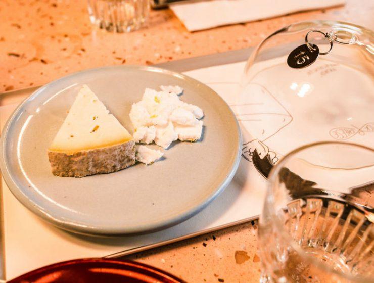 """Pick & Cheese: Το πρώτο εστιατόριο που σερβίρει... """"περιστρεφόμενο τυρί""""!"""