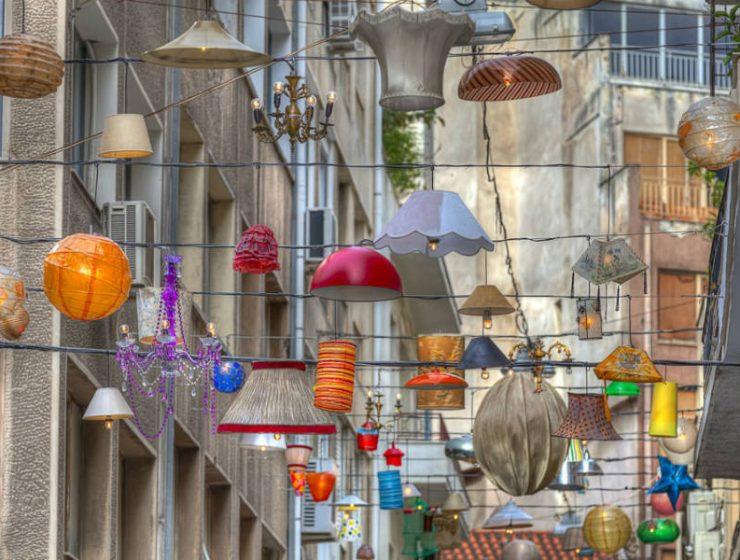Καλωσορίσατε στην οδό Πιττάκη, το σοκάκι της Αθήνας που «μαγεύει» κάθε περαστικό!