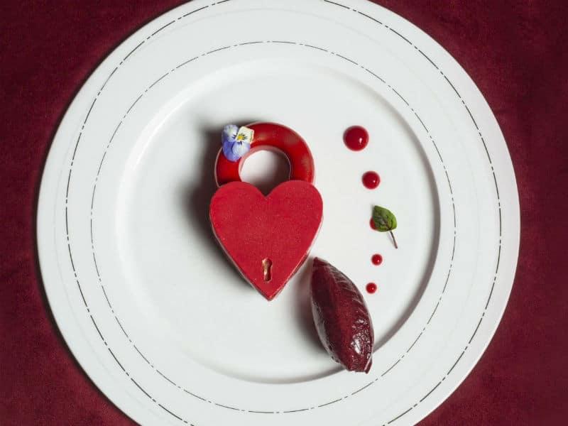 Τα εστιατόρια με αστέρια Michelin στην Αθήνα αποκαλύπτουν τα μενού τους για τη γιορτή του Αγίου Βαλεντίνου!