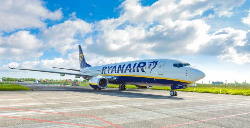 Ryanair αεροπλάνο στον διάδρομο με μειωμένη χωρητικότητα