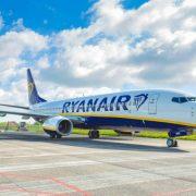 Ryanair αεροπλάνο στον διάδρομο