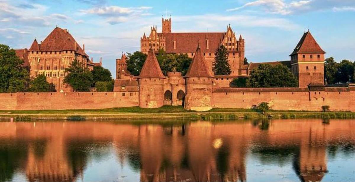 Μάλμπορκ: Εξερευνώντας το μεγαλύτερο σε εμβαδόν κάστρο του κόσμου!