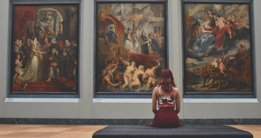 Ξενάγηση σε μουσείο από το σπίτι