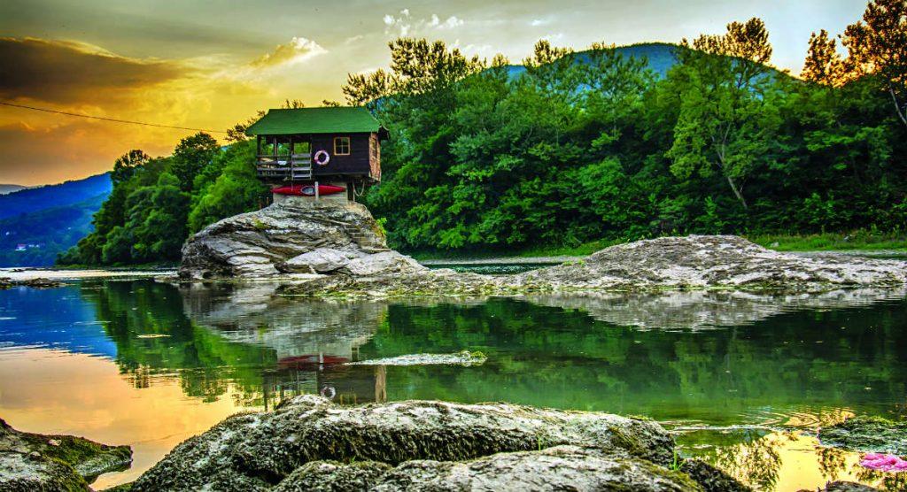 Ποταμός Δρίνος σπιτάκι , Σερβία