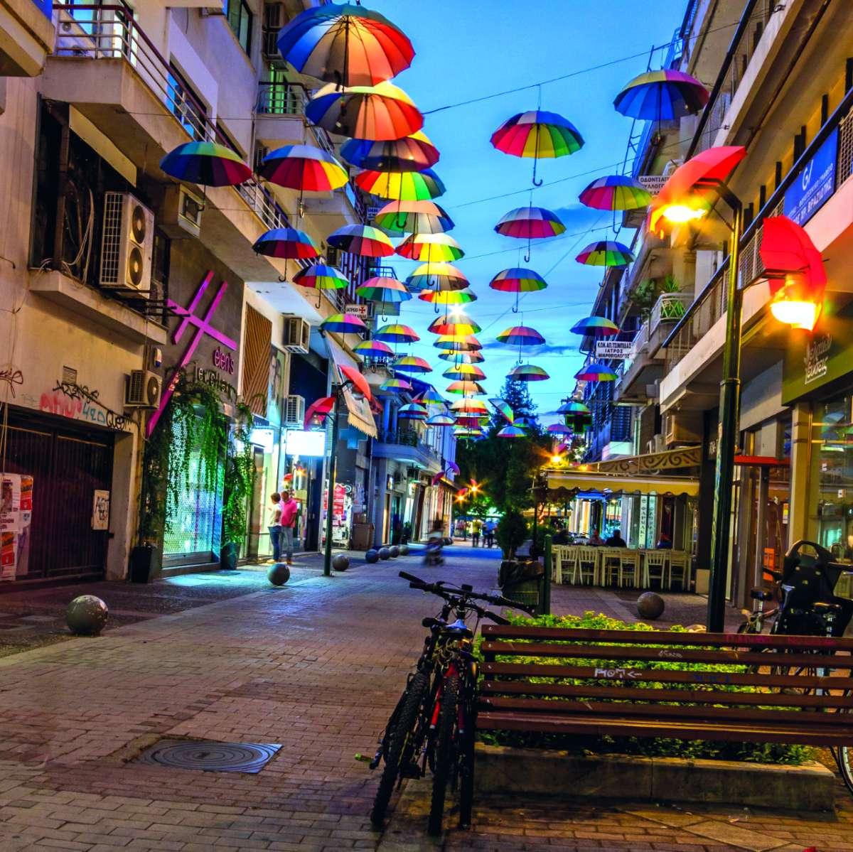 Τρίκαλα πόλη, πεζόδρομος με ομπρέλες