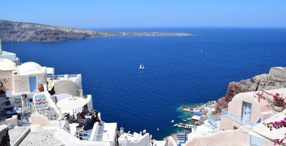 Reuters: Η Ελλάδα από 15 Ιουνίου υποδέχεται τουρίστες  από 25 χώρες. Τι λέει στο έκτακτο δελτίο το πρακτορείο