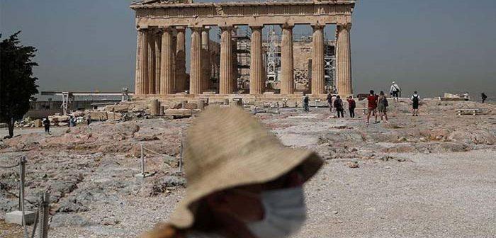 τουρίστες στην Ακρόπολη την εποχή του κορονοϊού