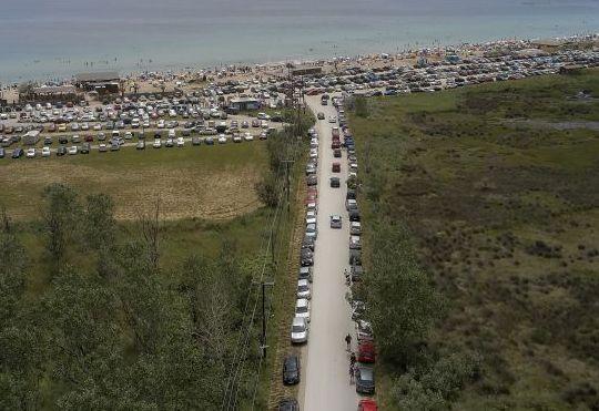 Παρκαρισμένα αυτοκίνητα στις παραλίες της Θεσσαλονίκης
