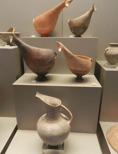 Εκθέματα του προϊστορικού οικισμού Μαρίκες στη Ραφήνα