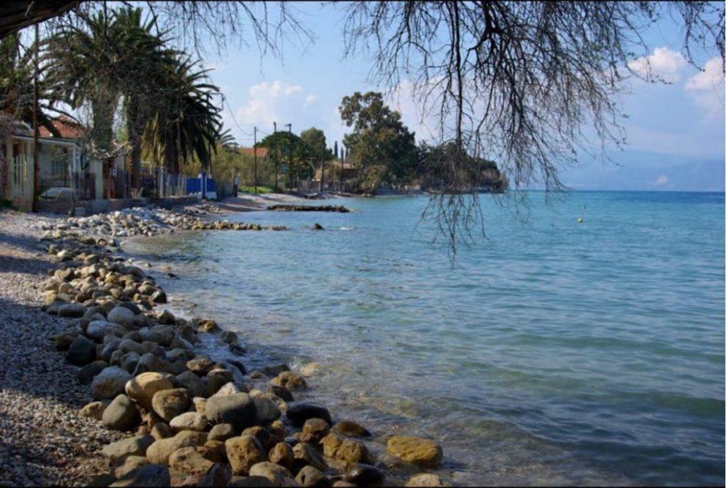 Παραλία Άκολη, λίγο έξω από το Αίγιο
