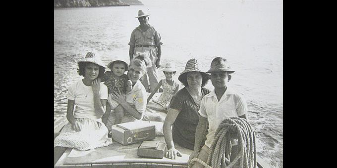 Κοπέλες πάνω σε καραβάκι