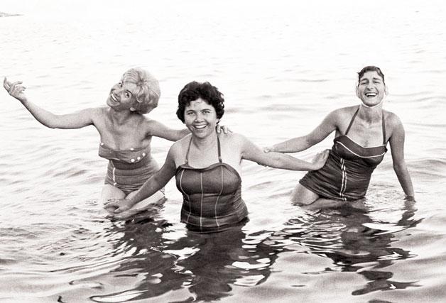Κορίτσια στην θάλασσα