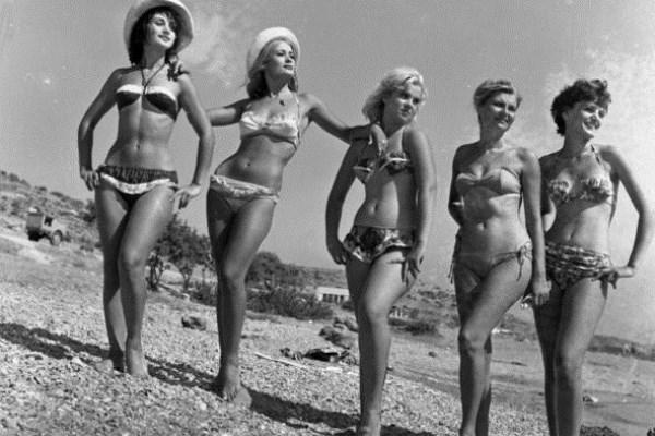 Κορίτσια στην παραλία