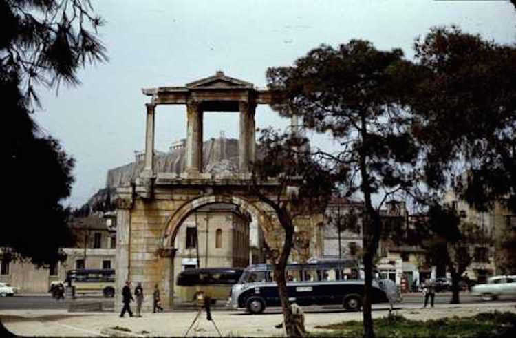 Πύλη Ολύμπου Διός, Παλιά Αθήνα