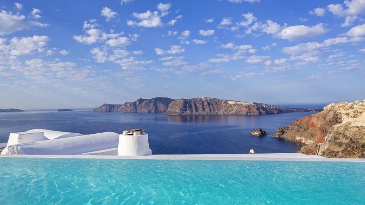 Σαντορίνη: Τα καλύτερα ξενοδοχεία & Airbnb από τον Τάσο Δούση
