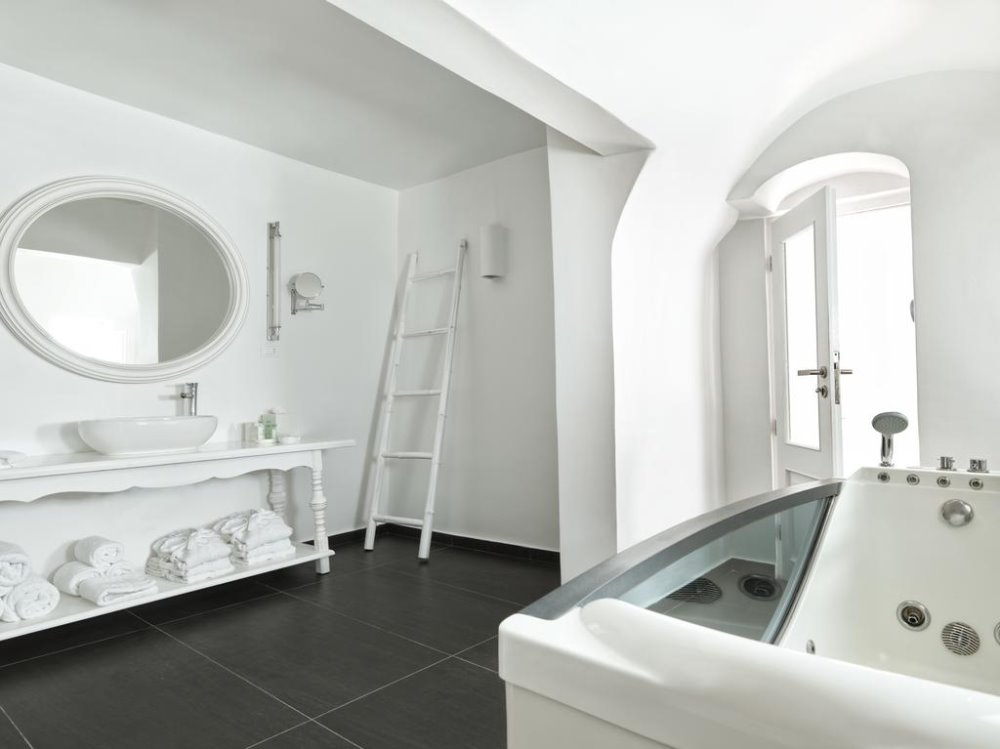 Πολυτελές μπάνιο στο Katikies Santorini