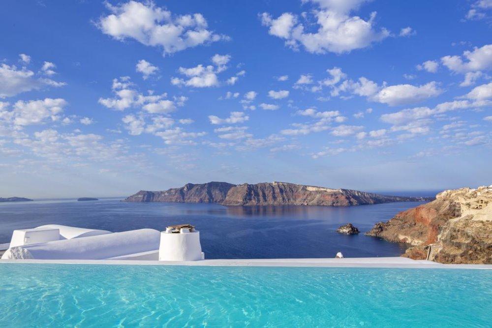 Η μαγευτική θέα στο Αιγαίο από το Katikies Santorini