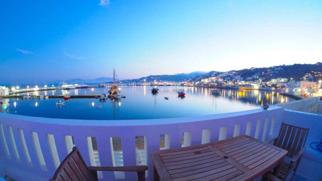 Θέα από το μπαλκόνι στο Mykonos Town Pad