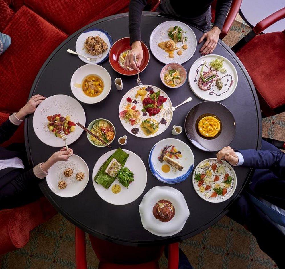 Γεύμα στα βραβευμένα εστιατόρια του Shangri La Hotel