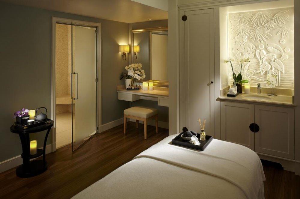 Στο σπα του Shangri La Hotel, Παρίσι