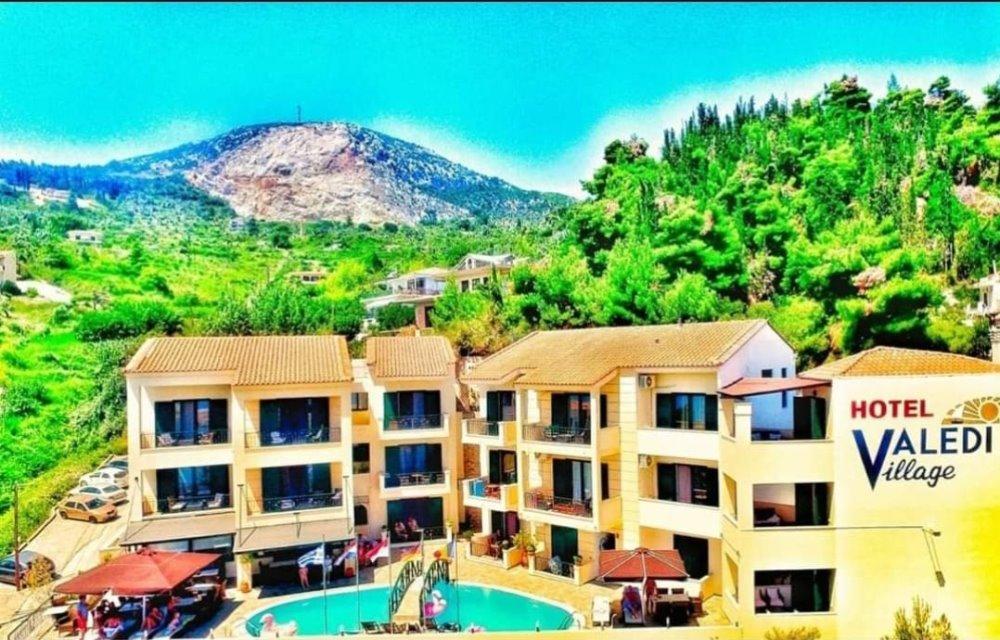 Εξωτερική άποψη του Valledi Village Hotel στην Κύμη