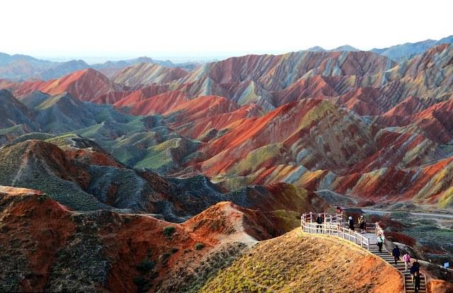 Οι χρωματιστές βουνοκορφές Zhangye Danxia στην Κίνα
