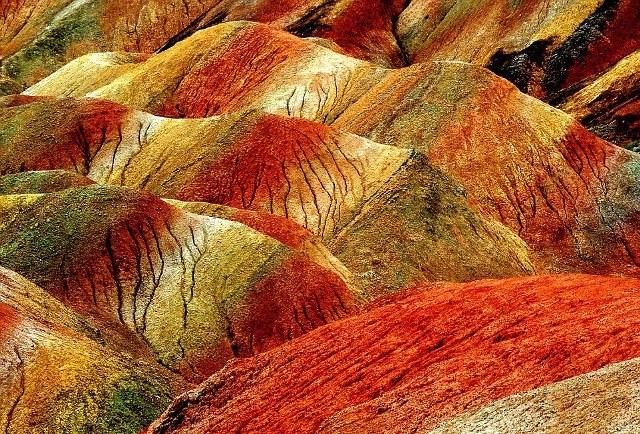 Τα εντυπωσιακά χρώματα κάνουν το Zhangye Danxia ένα από τα ομορφότερα φυσικά αξιοθέατα στον κόσμο