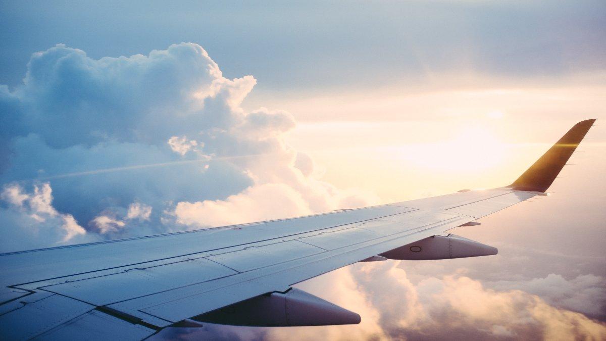 Βρετανοί τουρίστες θα συνεχίσουν να ταξιδεύουν με αεροπλάνο
