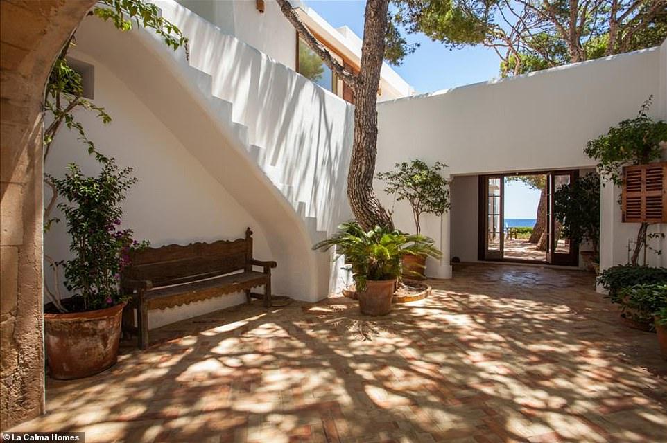 Αυλή Villa Ibizan