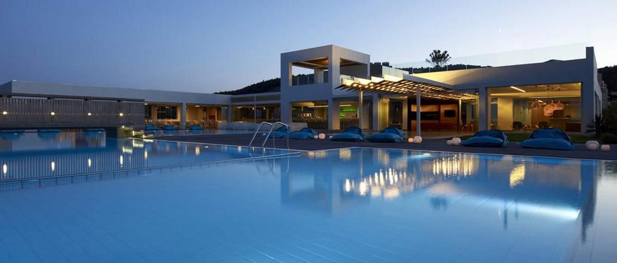 Πανοραμική άποψη του εξωτερικού χώρου του Thalatta Seaside Hotel