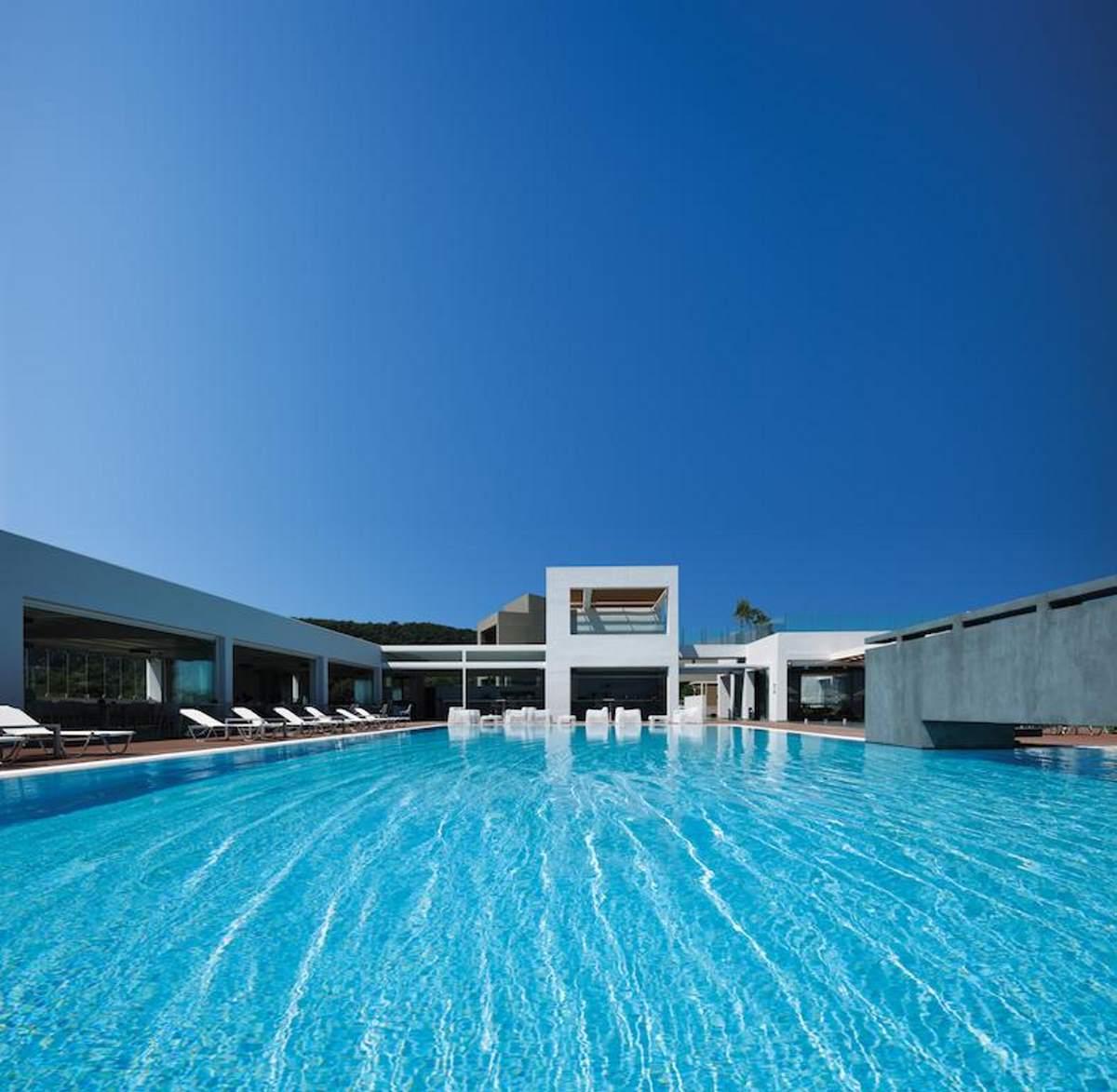 Η πισίνα του Thalatta Seaside Hotel