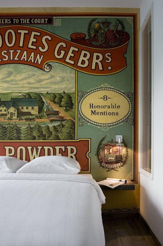 Το εσωτερικό του Inntel Zaandam είναι διακοσμημένο με vintage φωτογραφίες