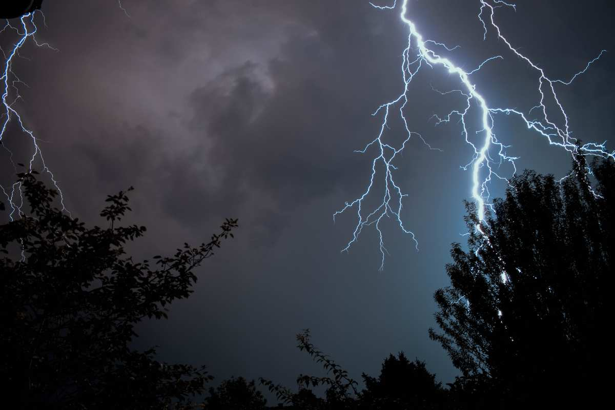Καιρός 29/5: Οι καταιγίδες συνεχίζονται και προσφέρουν σπάνιο θέαμα ακόμη & από το διάστημα. Υπέροχες εικόνες