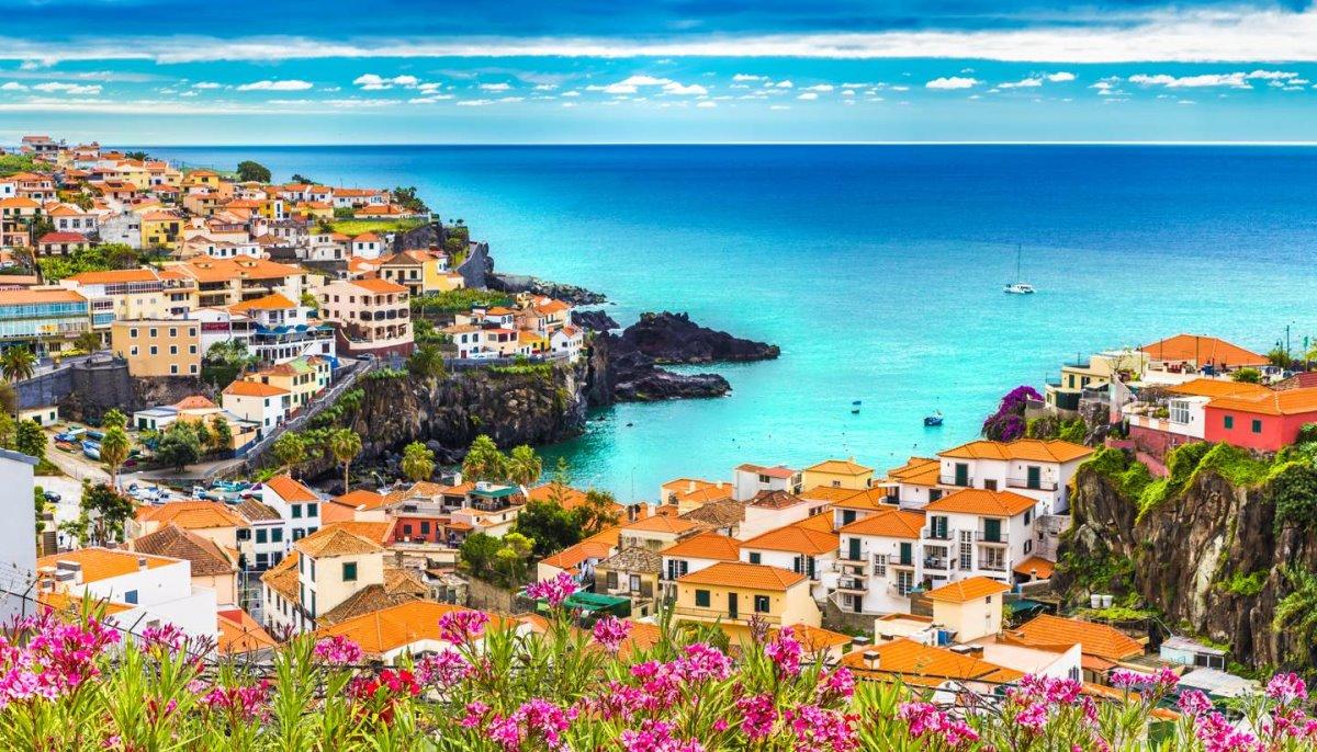 Ρουά ματ από την Πορτογαλία στον τουρισμό. Τι έκαναν κι έβαλαν τα γυαλιά στην Ελλάδα
