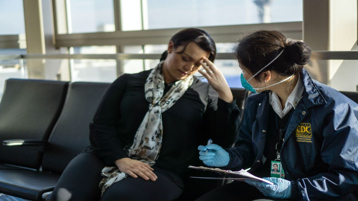 Υποχρεωτική η μάσκα σε αεροδρόμια