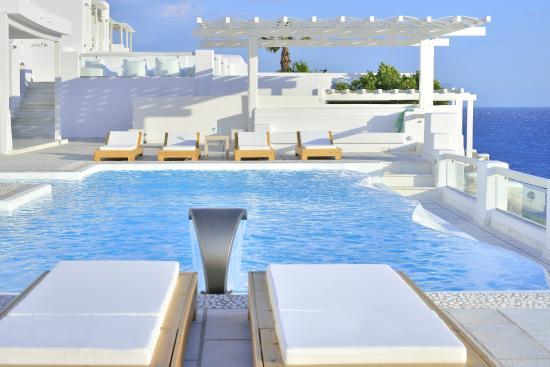πισίνα στο Nissaki boutie Hotel