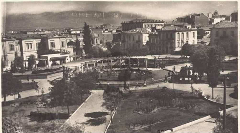 Παλιά πισίνα Πλατείας Κουμουνδούρου