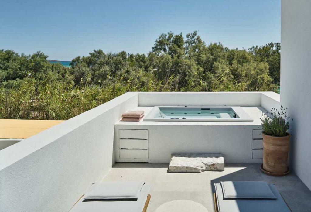 Parilio, Πάρος εσωτερική πισίνα