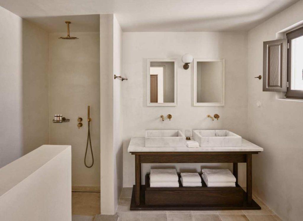 Parilio, Πάρος μπάνιο