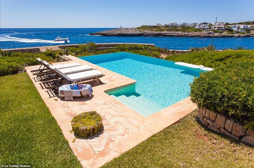 Πισίνα Villa Ibizan