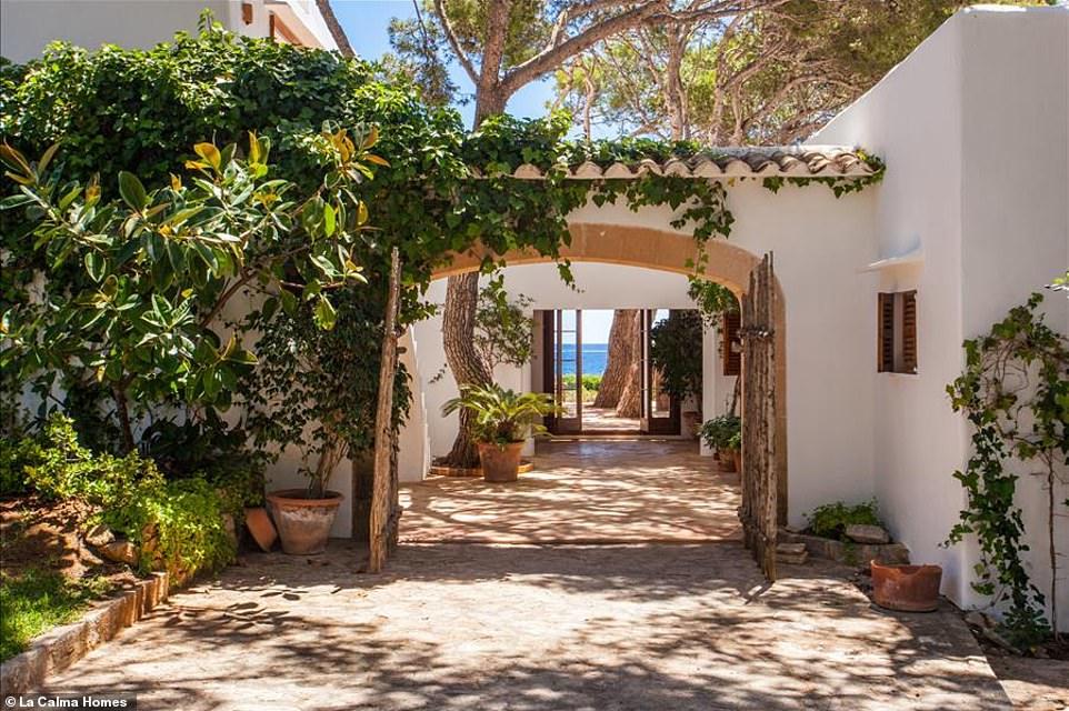 Πόρτα Εισόδου Villas Ibizan