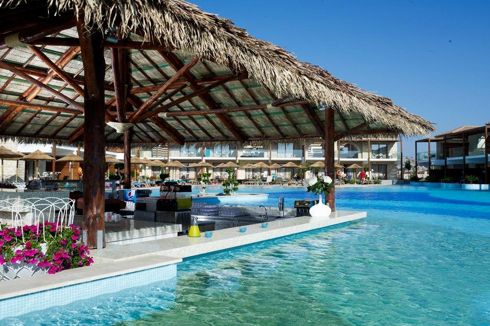 Η πισίνα του Holiday Village Rhodes
