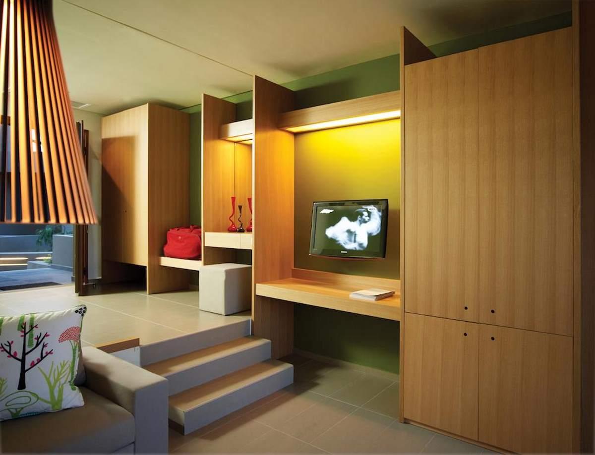 Η υψηλής αισθητικής διακόσμηση στο εσωτερικό της σουίτας του Thalatta Seaside Hotel
