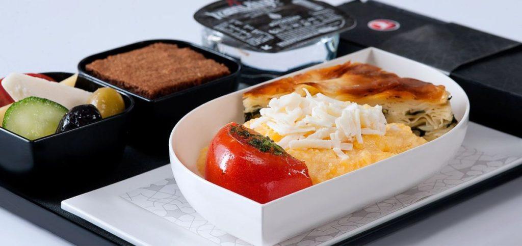 Ακόμα και στις σύντομες πτήσεις η Turkish Airlines προσφέρει κάποιο λαχταριστό σνακ