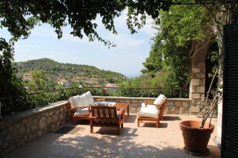 Το αίθριο του Villaconte Luxury Apartments με την πανέμορφη θέα