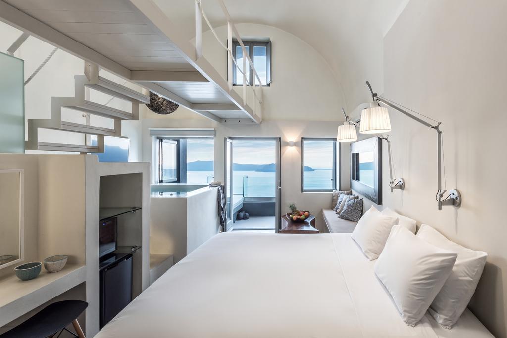 Εσωτερικό δωματίου West East Suites, Σαντορίνη
