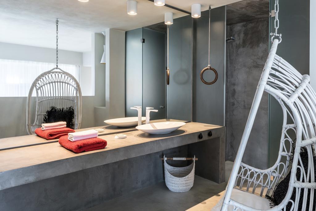 Μπάνιο του West East Suites, Σαντορίνη